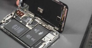 Who makes Apple iPhones?