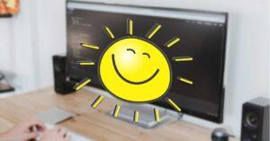 How to adjust the screen brightness from the Windows taskbar