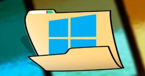 What are the Windows 10 System32 and SysWOW64 folders