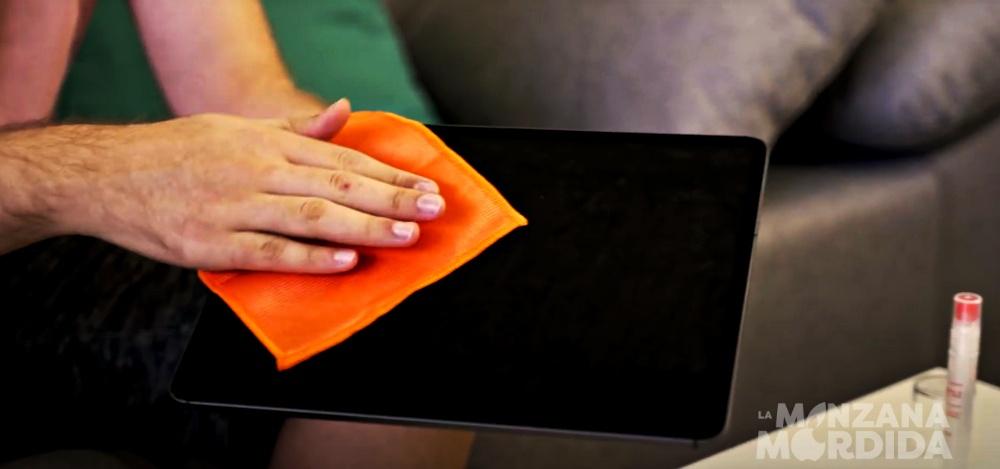 Clean iPad screen
