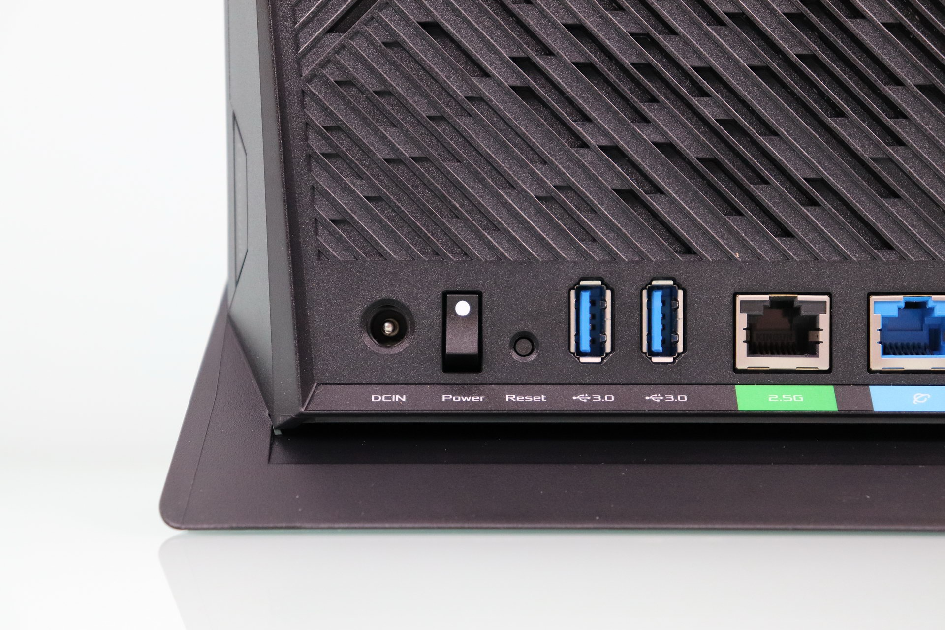 ASUS RT-AX86U router power and USB 3.0