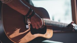Uberchord, an iPhone app to learn to play the guitar