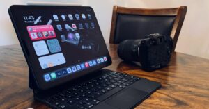How to connect a DSLR camera to an iPad