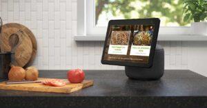 """Amazon speaker with 10 """"screen"""
