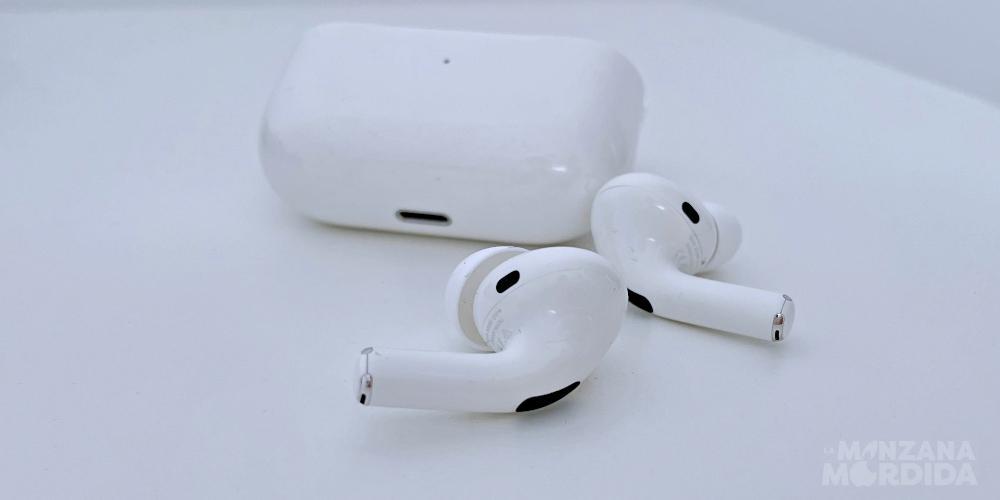 AirPods earphones