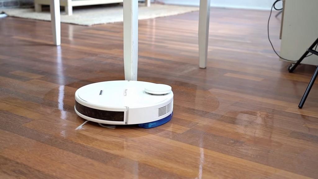 Rowenta X-Plorer Series 95 cleaning the floor