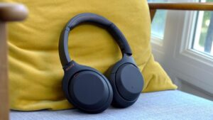 Sony WH1000XM4 and WH1000XM3 headphones on sale at Amazon