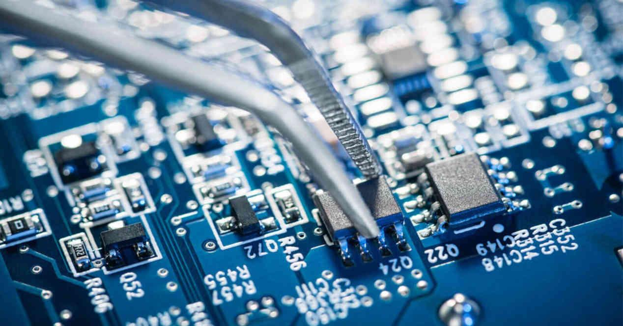 Analog circuits, what they are, what they are made of and their utilities